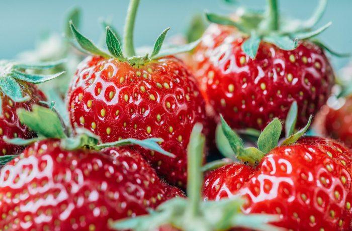 Fruits rouges sains pour le corps et alcalinisants pour l'organisme